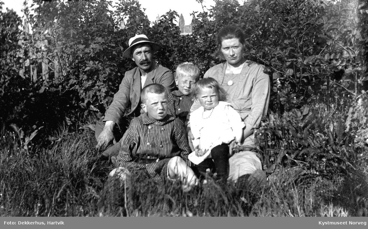 Gunnar og Karen Åkvik med barna Henry, Eilif og Gudrun