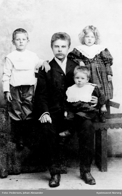 Fredrik Hunnestad med barna Alf, Kanny og Erling på fanget