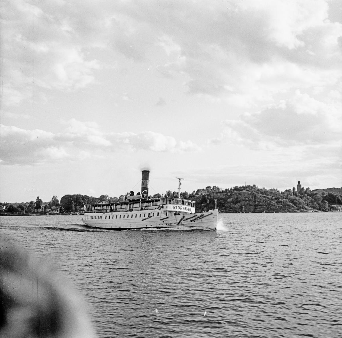 Fartyg: STORSKÄR                       Bredd över allt 6,99 meter Längd över allt 36,98 meter Reg. Nr.: 4882 Rederi: Waxholms Ångfartygs AB (1965-) Byggår: 1908 Varv: Lindholmens Verkstad Övrigt: Strängnäs Express(1908)=STORSKÄR(1940)