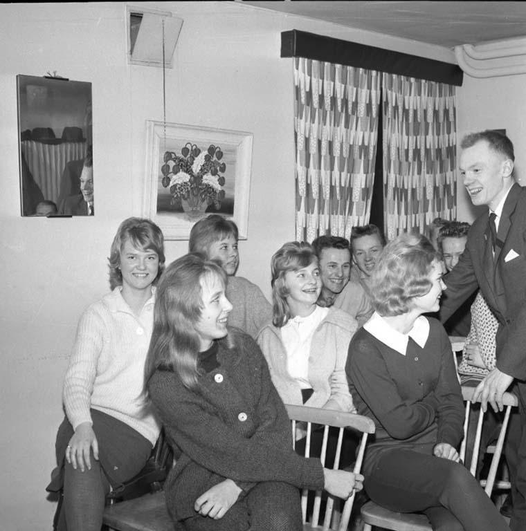 """Enligt notering: """"U.I.S. klubblokal, skridskor 2/2 1960""""."""