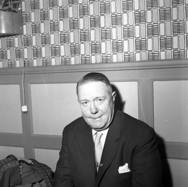 """Enligt notering: """"Handbollsdomare Wiwex 9/2 1960""""."""