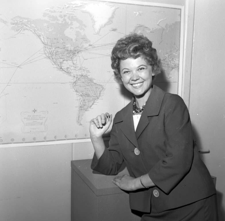 """Enligt notering: """"Flygvärdinna i Pan American Airlines 7/6 -60""""."""