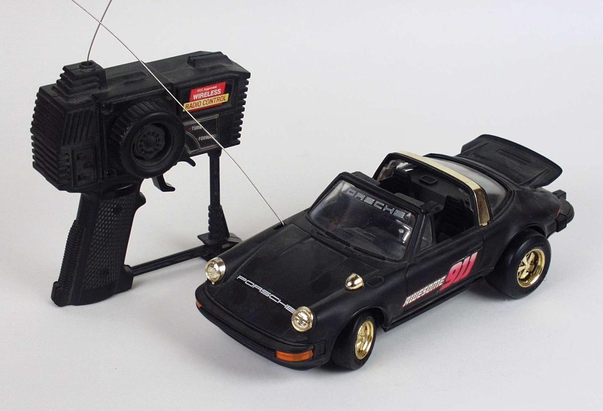 Svart Porsche med radiostyring.