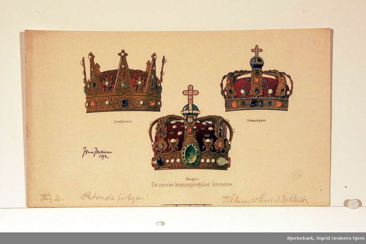 De norske kronregaliene: kongens krone, dronningens krone, arvefyrstens krone.