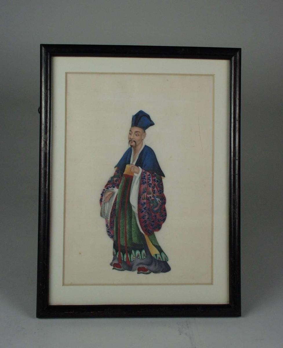 Kinesisk/mongolsk mann (øvrighetsperson?) i fargerike silkeklær.