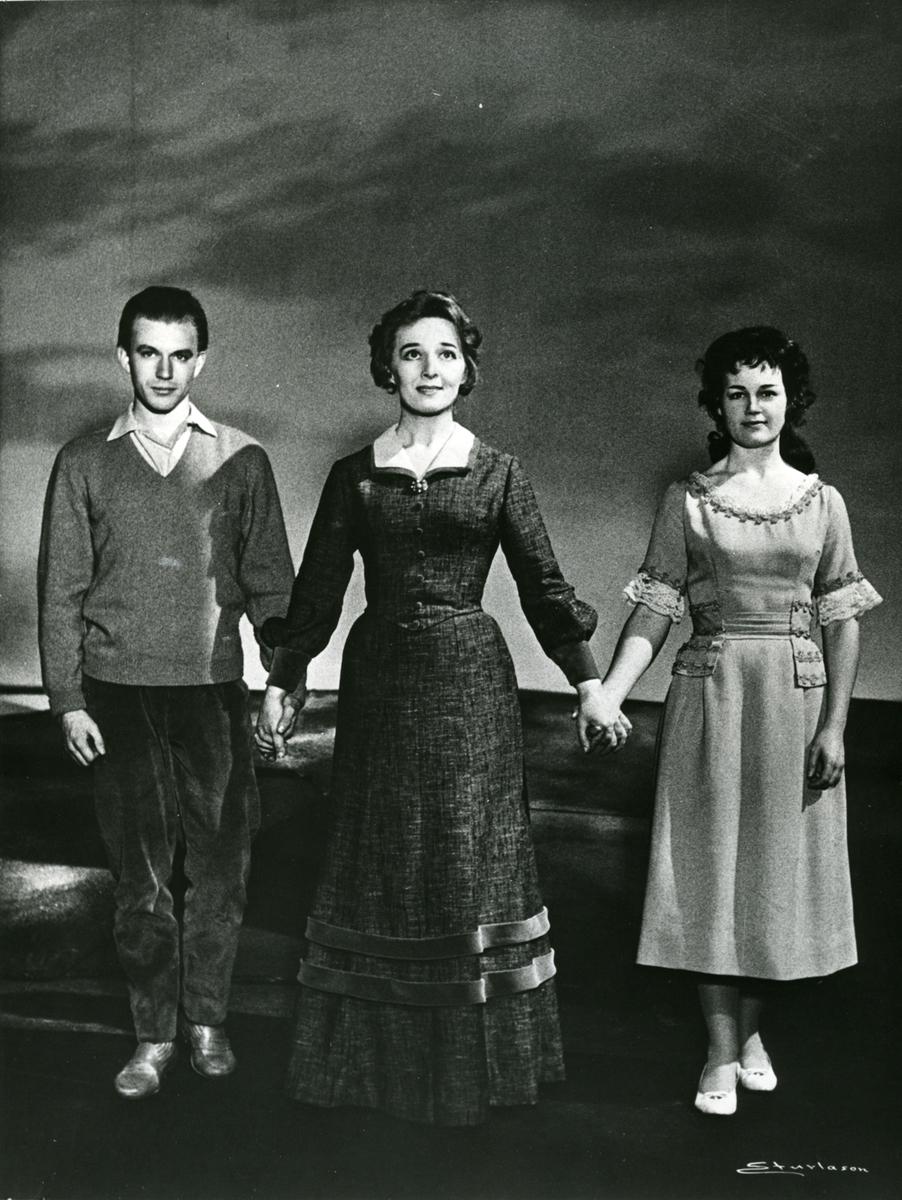 """Teater,""""Over Ævne II"""", 1963, repro"""