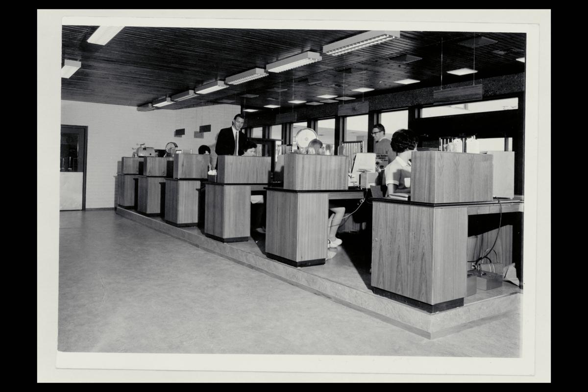 interiør, postkontor, skranke, innsiden, ekspeditører