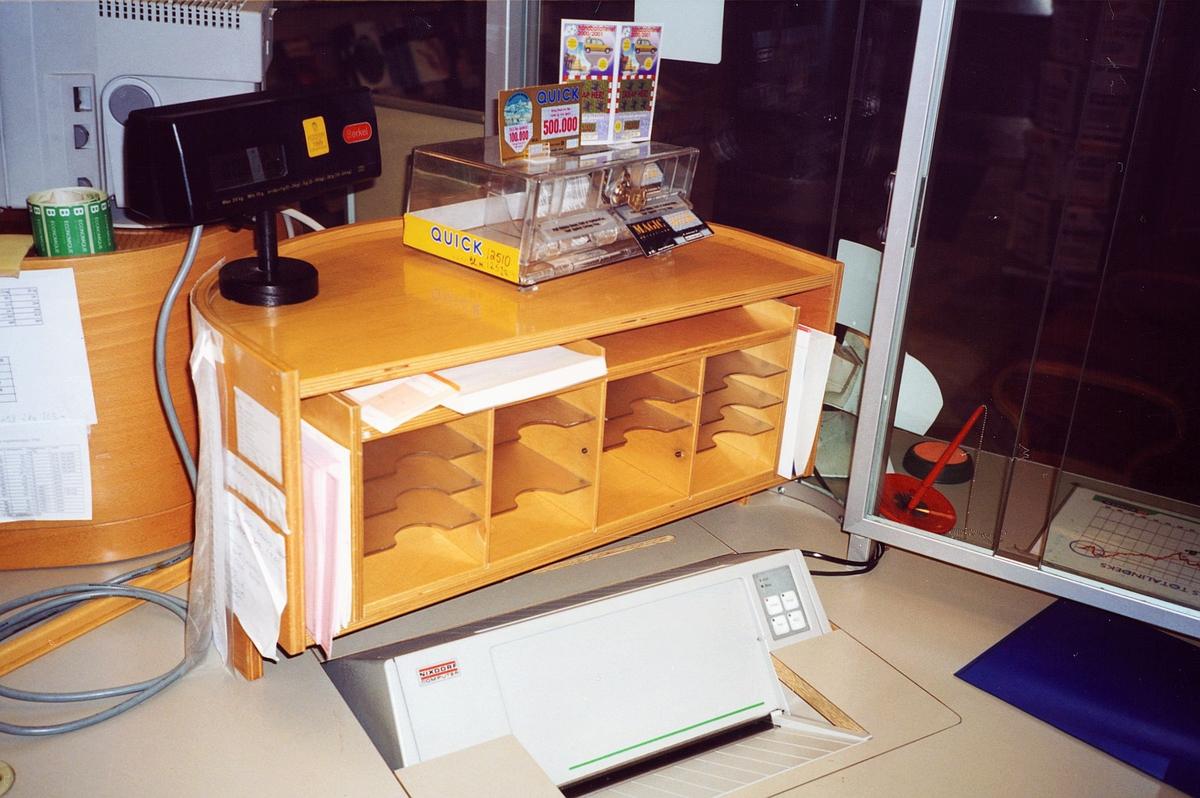 interiør, postkontor, 2000 Lillestrøm, skrankeskap, skrankemaskin, boks med Quicklodd