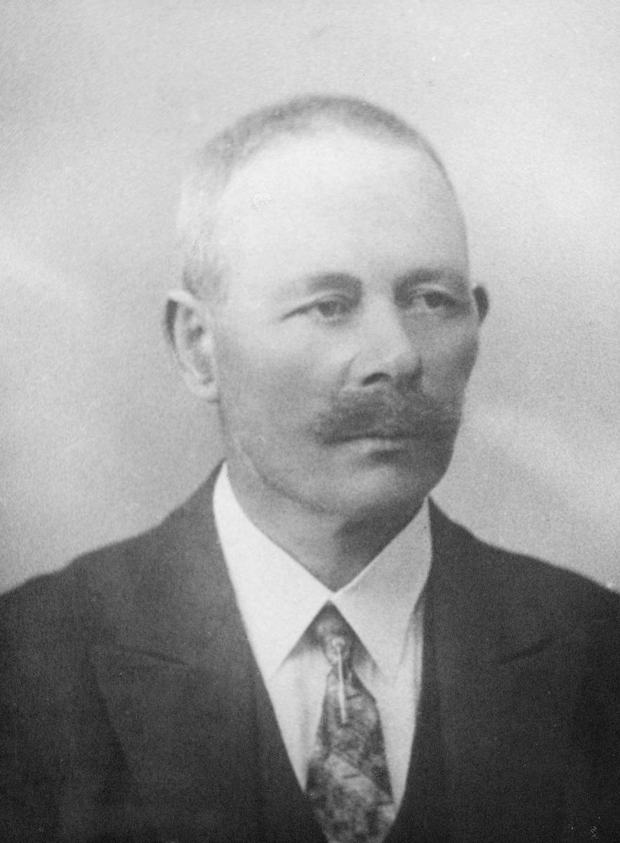 portrett, mann, postmester Olav Johan Monsson