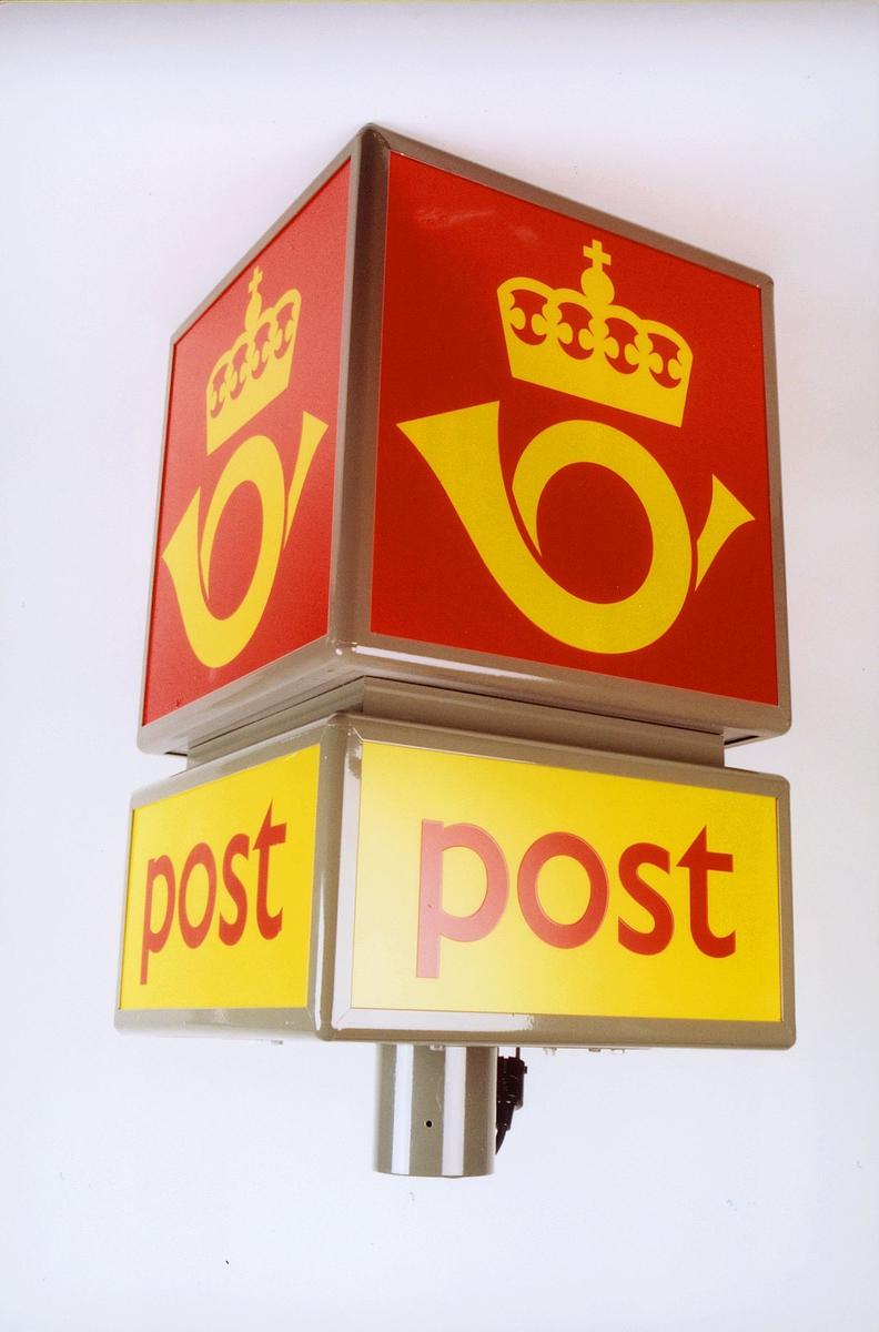 postmuseet, gjenstander, skilt, postskilt, opplysningsskilt, lysskilt, type C - kube