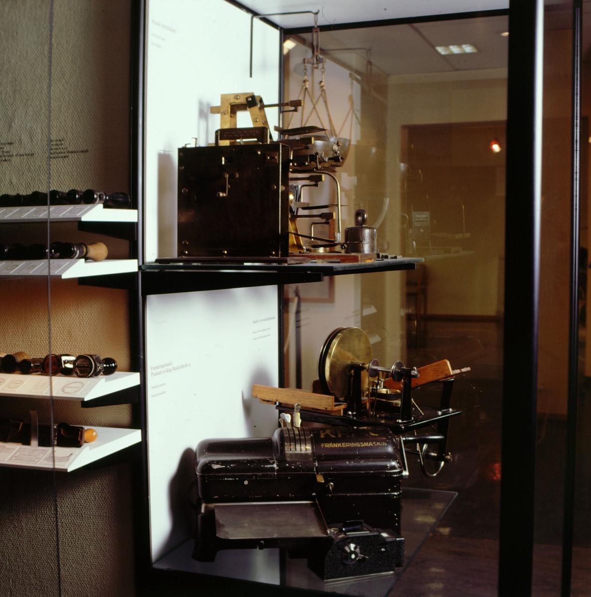 postmuseet, Kirkegata 20, utstilling, stempler, frankeringsmaskin, brevstemplingsmaskin, vekter