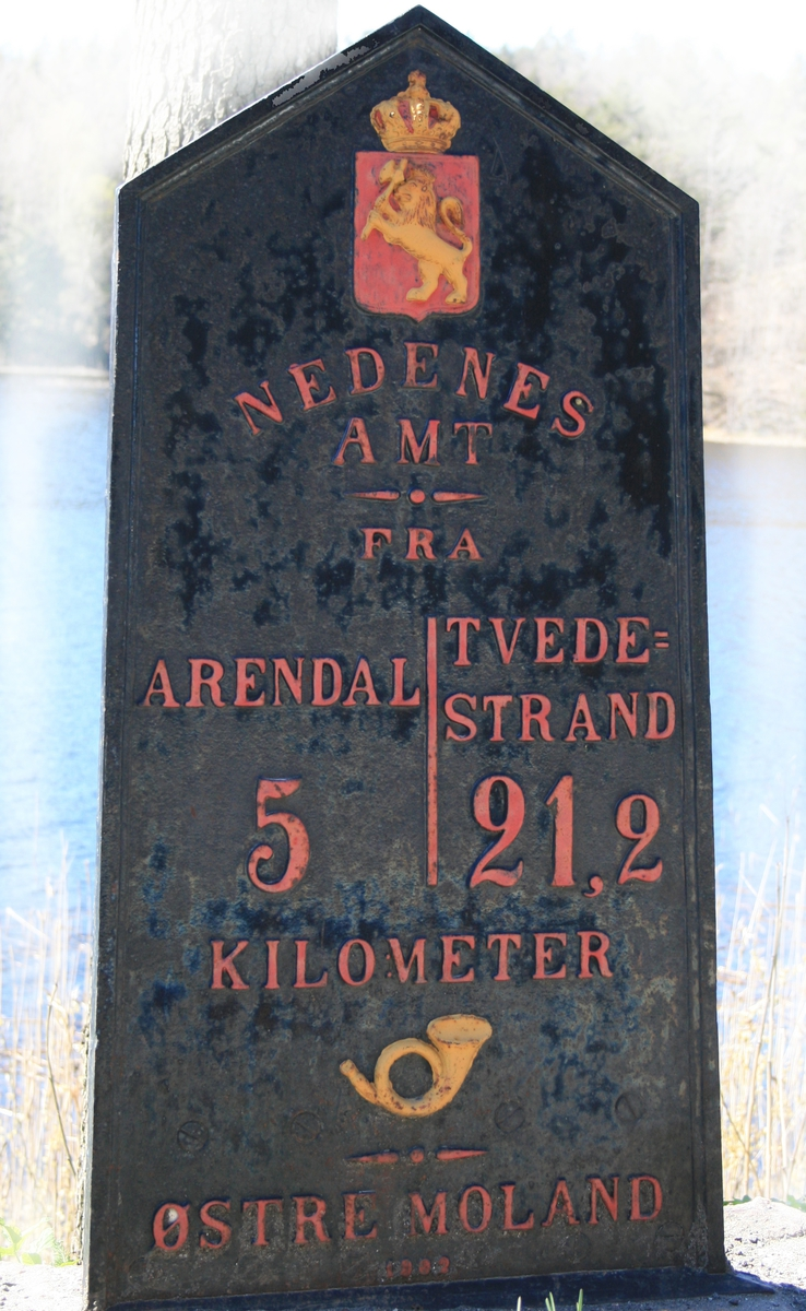 Riksvåpen m.kongekrone, posthorn.
