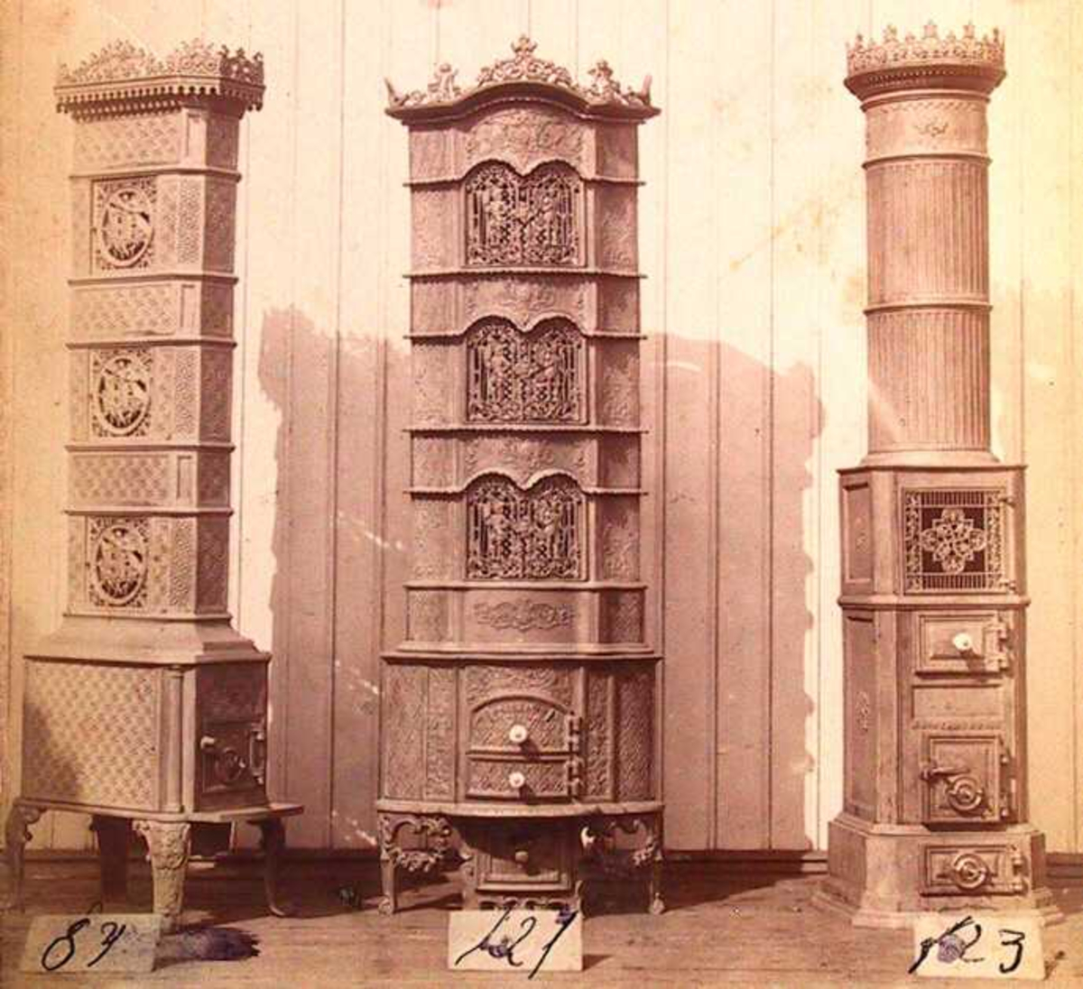 Havstad Støberis ulike produkter, på et tidspunkt, trolig i 1870-årene: Jernovner, jernkomfyrer, bryggepanner, bygningsstøpegods (jernvindusrammer), strykejernsovner, gravkors, etc.