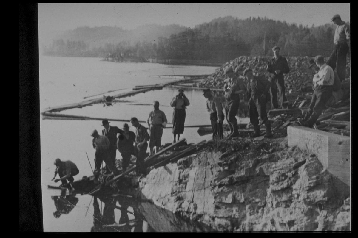 Arendal Fossekompani i begynnelsen av 1900-tallet CD merket 0469, Bilde: 21 Sted: Haugsjå Beskrivelse: Gjennomslagssalva i tunnel 1