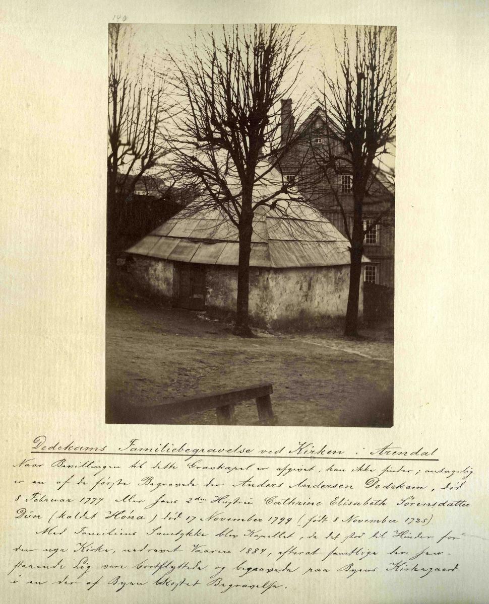 Fra John Ditlef Fürst fotoalbum. Foto nr 140 med tekst: Dedekams familiebegravelse - 44 - 4 - 7
