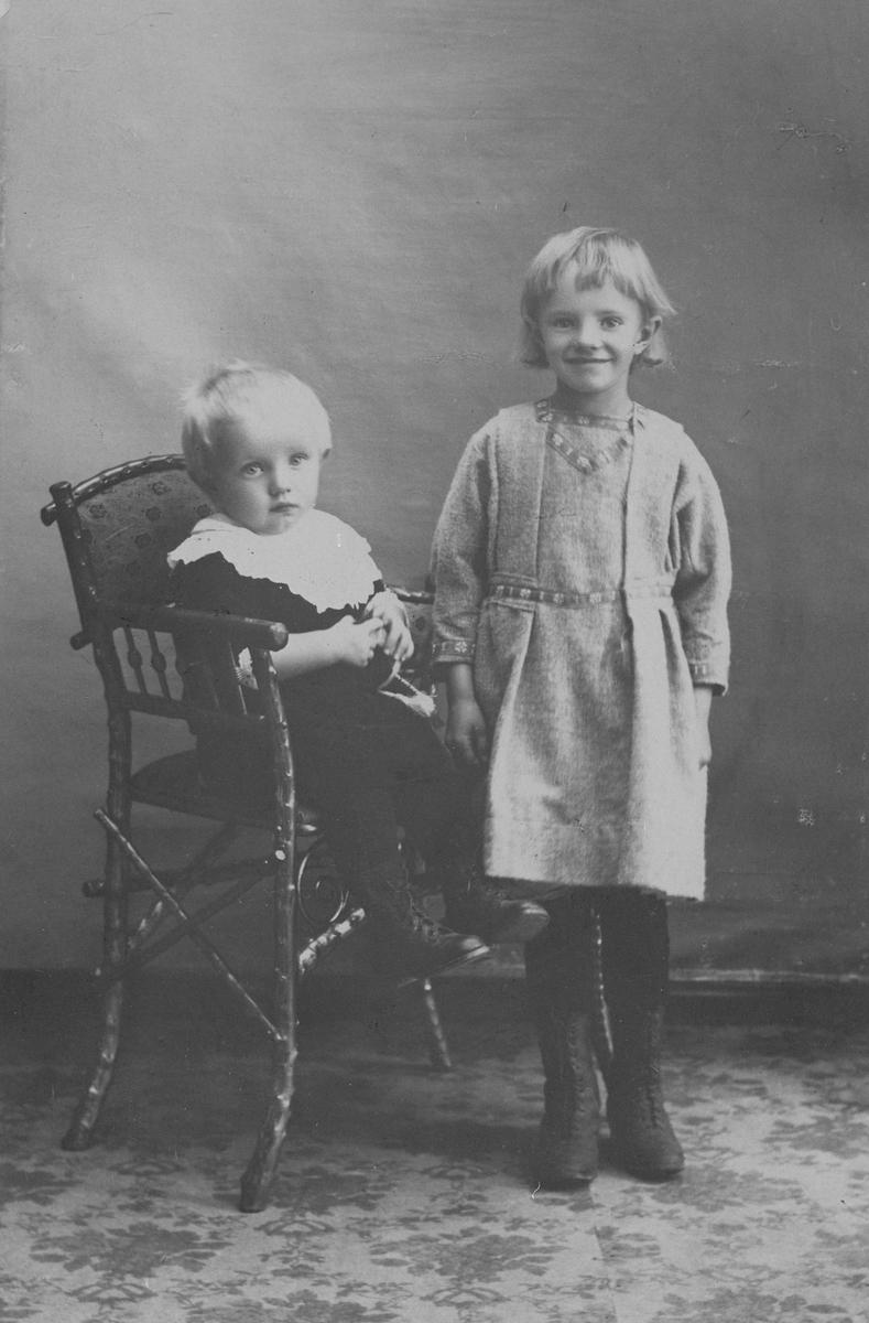 Elida Jakobsen f.1912 og Gudmund Jakobsen f.1917