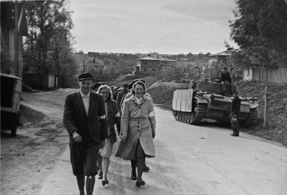 Tysk tanks med tyske soldater på vei til oppsamlingsleir på Trandum eller Gardermoen like etter krigens slutt.