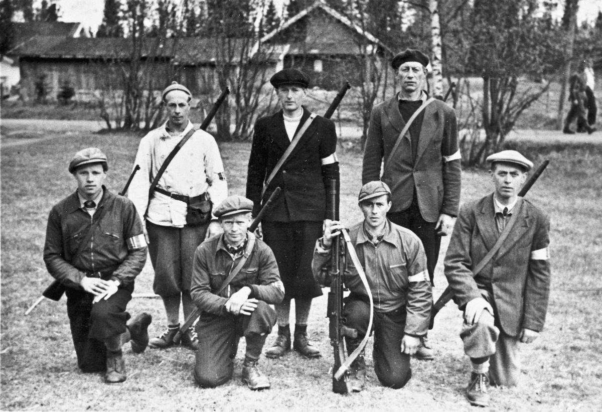 Folk fra Hjemmestyrkene. Utenfor Vestheim på Minnesund. Til høyre bak er Trandum.