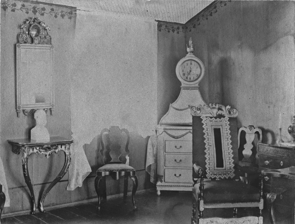 Interiør fra Eidsvoll Bad. Rødstuen. Før 1920.