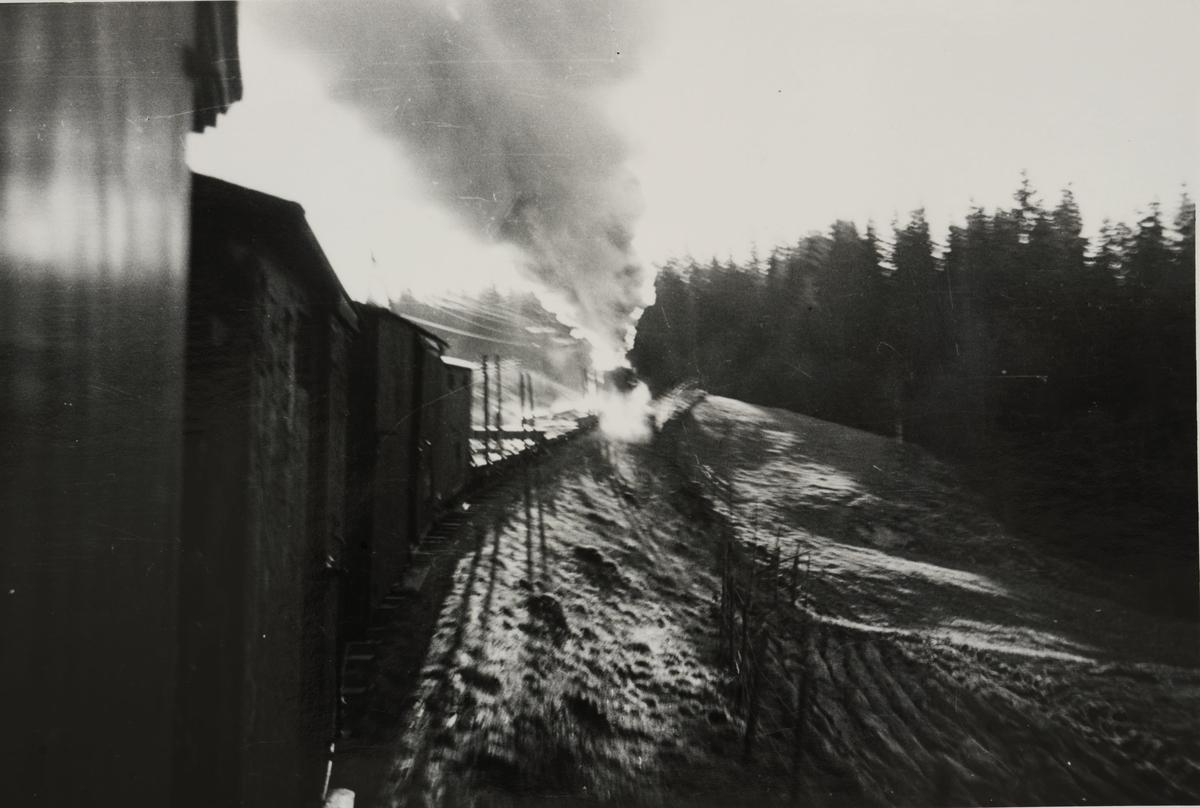 Tog til Skulerud på vei opp Harkerudbakken.