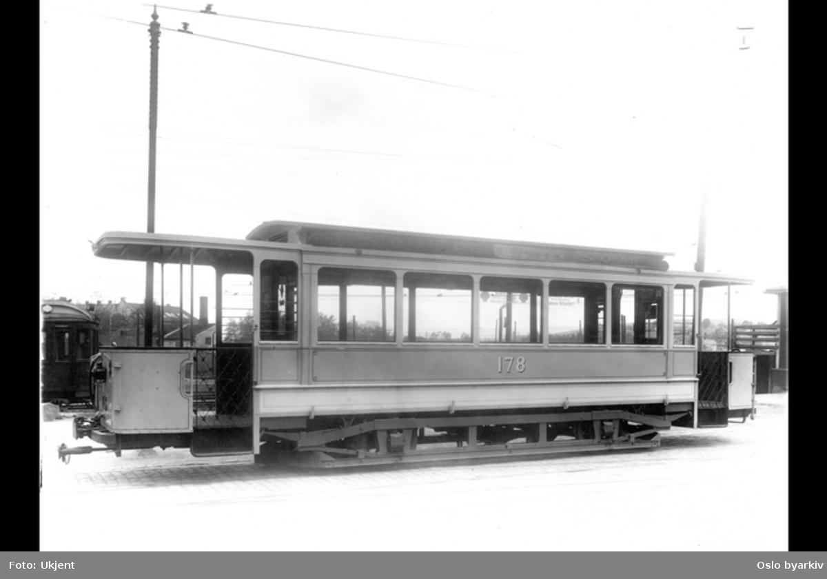 Sporvogn med åpne plattformer