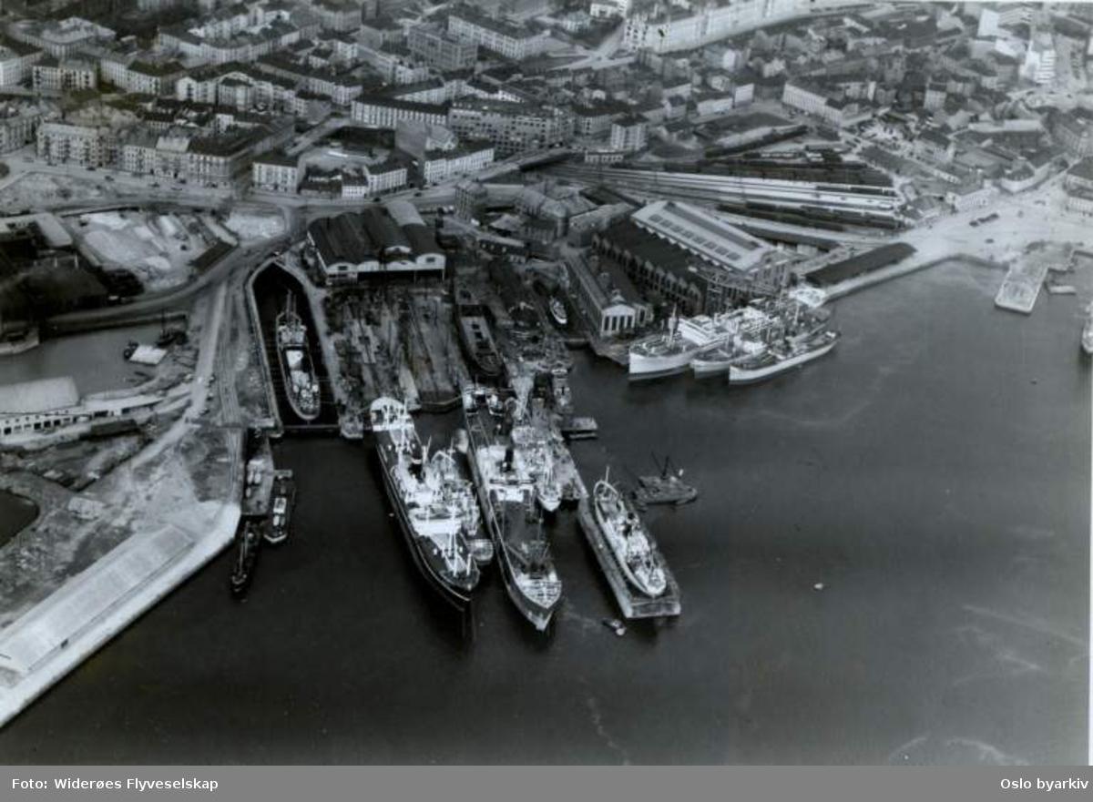 Skip, skipsdokk, Vestbanen, Tjuvholmen (Flyfoto)