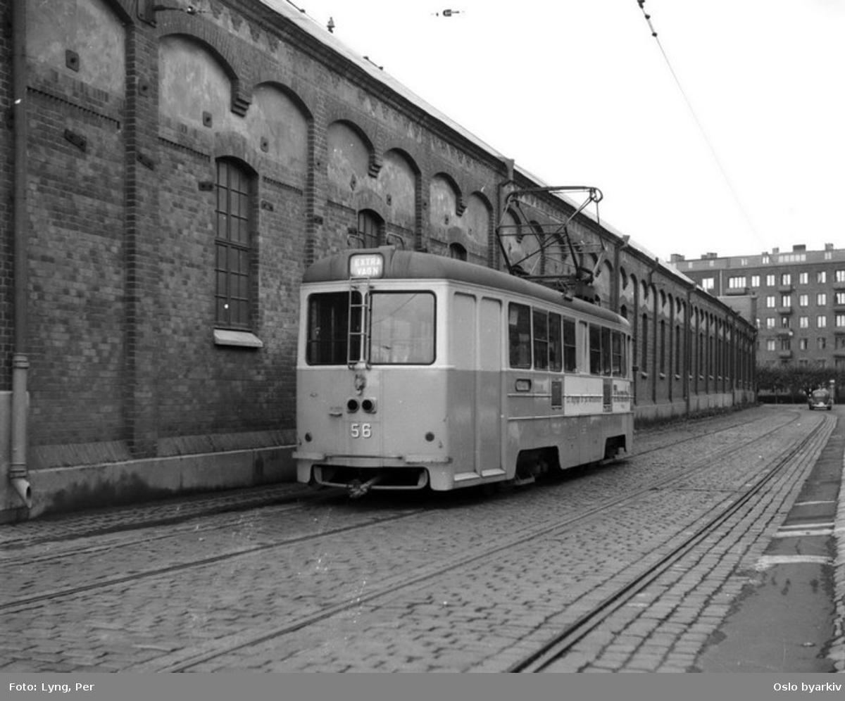Oslo Sporveier. Trikk motorvogn 255 type MBG (tidligere Gøteborg-vogn), her ennå som GS type M23, vogn 56 i Gøteborg, ved vagnhallen Stampgatan.