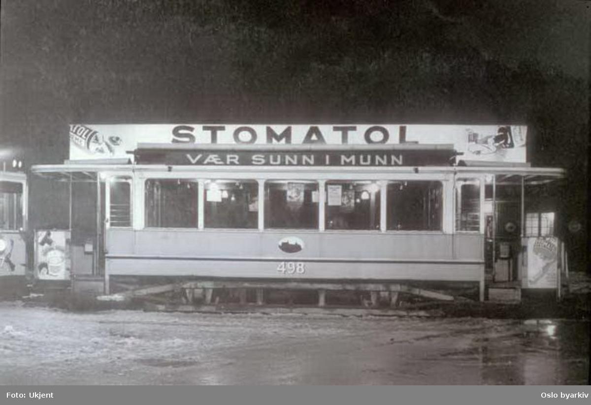 Oslo Sporveier. Trikk tilhenger type SS nr. 498 fra 1913, belyst reklame for Stomatol. Vognen utrangert på 1960-tallet.