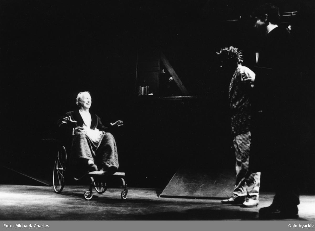 """""""Prosessen"""", teaterforestilling på Parkteatret. Desember 1995.Kontakt Nordic Black Theatre ved ev. bestilling av kopier."""