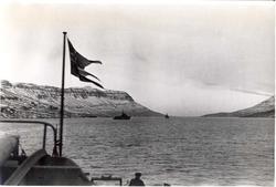 Enkeltbilde. Jageren Stord i konvoy til Murmansk. Bildet er tatt fra en Islandsk fjord