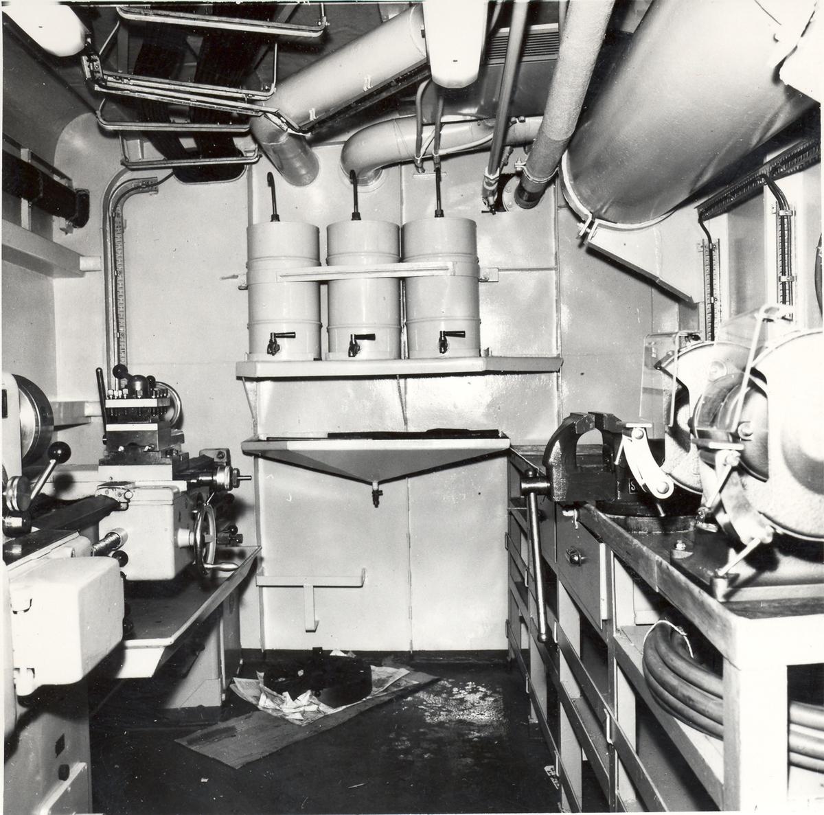 Enkeltbilde. Fregatten KNM Oslo, lager- og verkstedsinnredningen 1966
