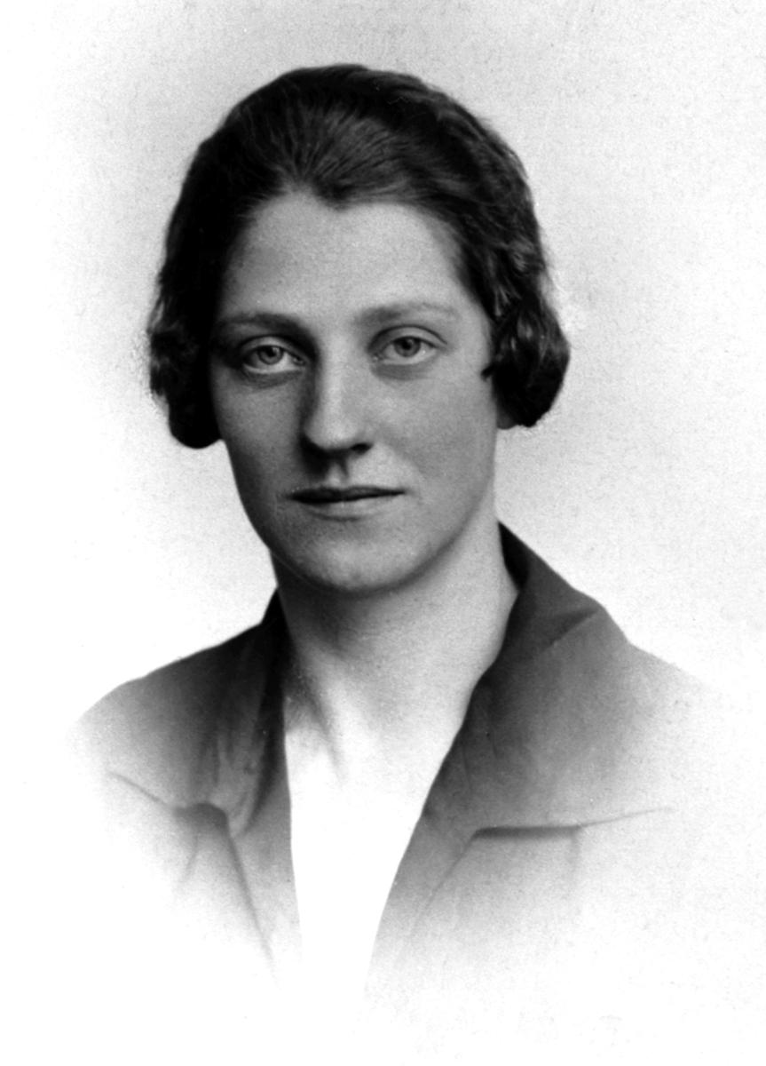Trine Pedersdatter Hagen f.1904, Røraashagen, Helgøya. Datter til Peder Magnussen og Ingeborg Eriksdatter.