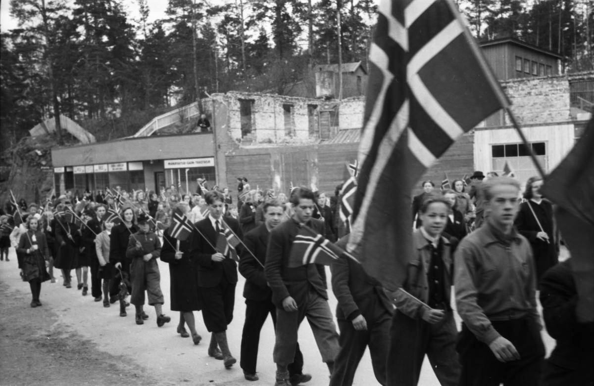 Barnetog, Storgata, 17. mai 1945