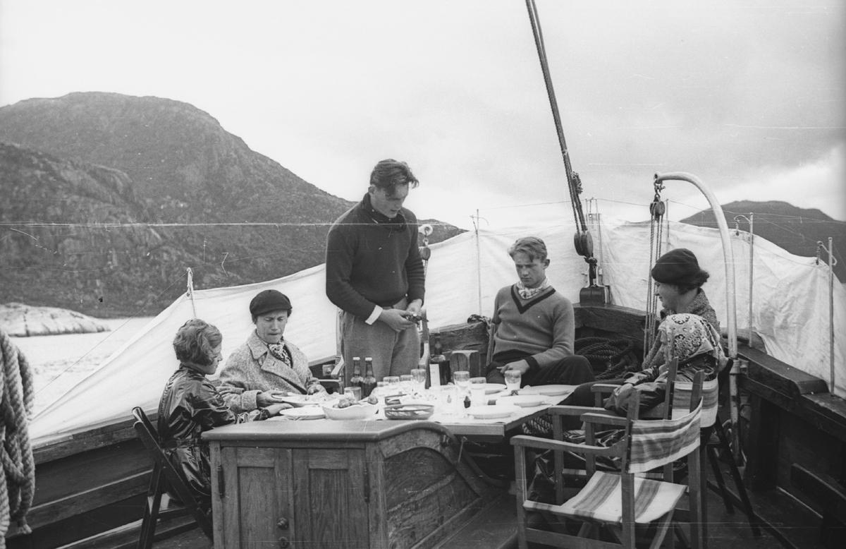 """Folk på dekk, 6, ferie, båt, """"Norzink"""", drikke"""