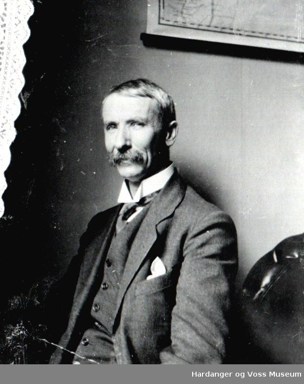 mannsportrett, Nils Bjørgum