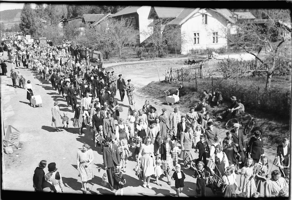 17. mai-tog i Storgata, Moelv.