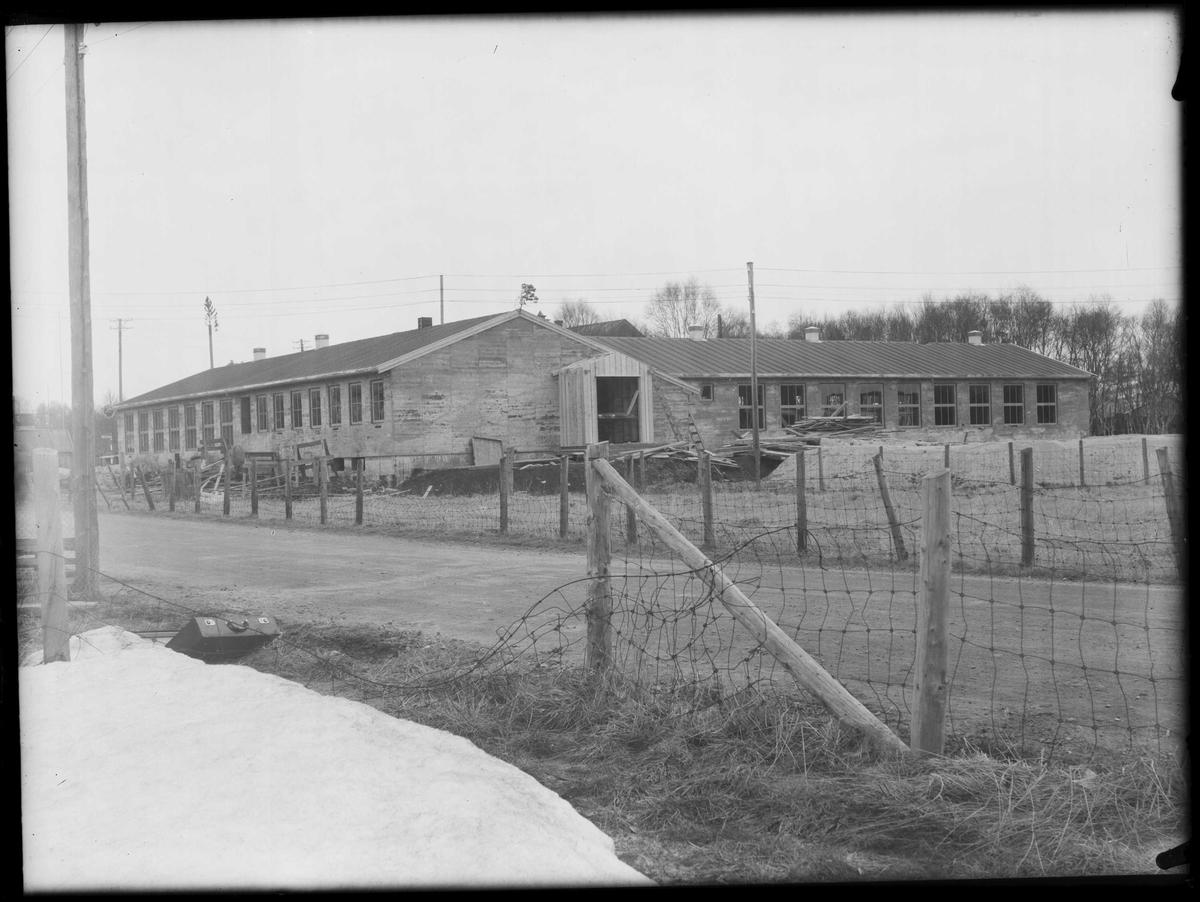 Skolebygning på Røros under bygging, 1956