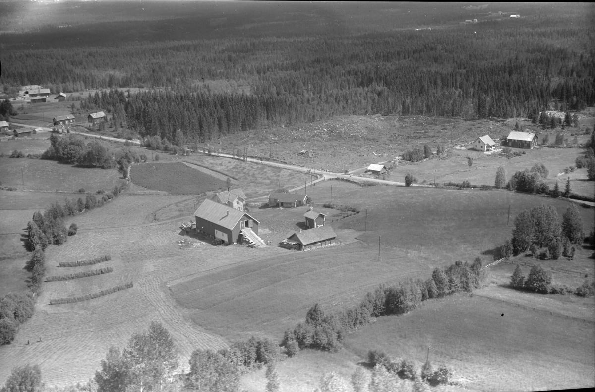Lerbak (Gnr 128/1) i Nordskogbygda. Nordskogbygdvegen 494. Bak, i høyre bildekant, Dyreng (Gnr 128/13).