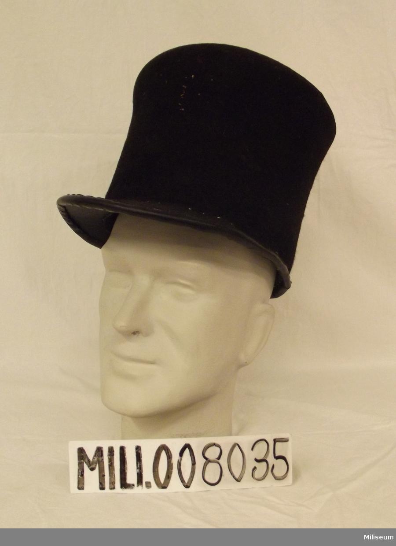 """Hatt, så kallad """"beväringsmössa"""", för beväringsmanskap vid infanteriet. Tidigt 1800-tal."""