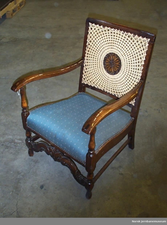 Møblement fra det kongelige venteværelse på Oslo Ø : stol
