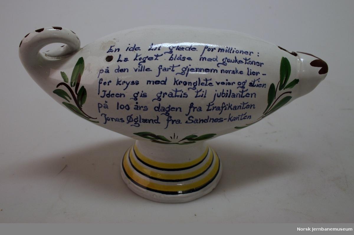 Leirgjøk i porselen. Gave fra Jonas Øglænd til NSB ved 100 årsjubileet 01.09. 1954.