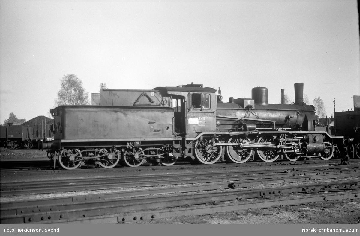NSB damplok type 18c nr. 245 på Hønefoss stasjon