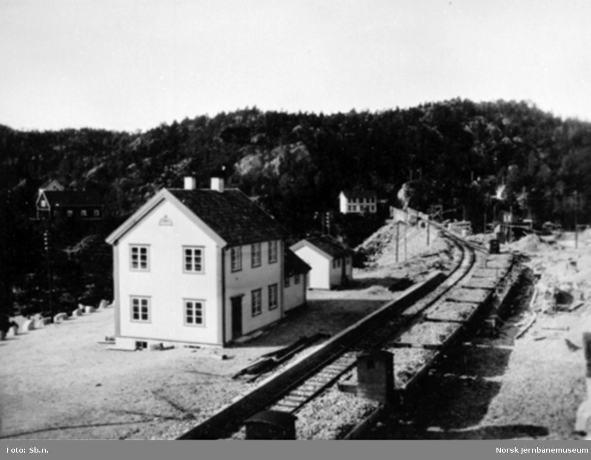 Vadfoss stasjon : grusvogner på stasjonen