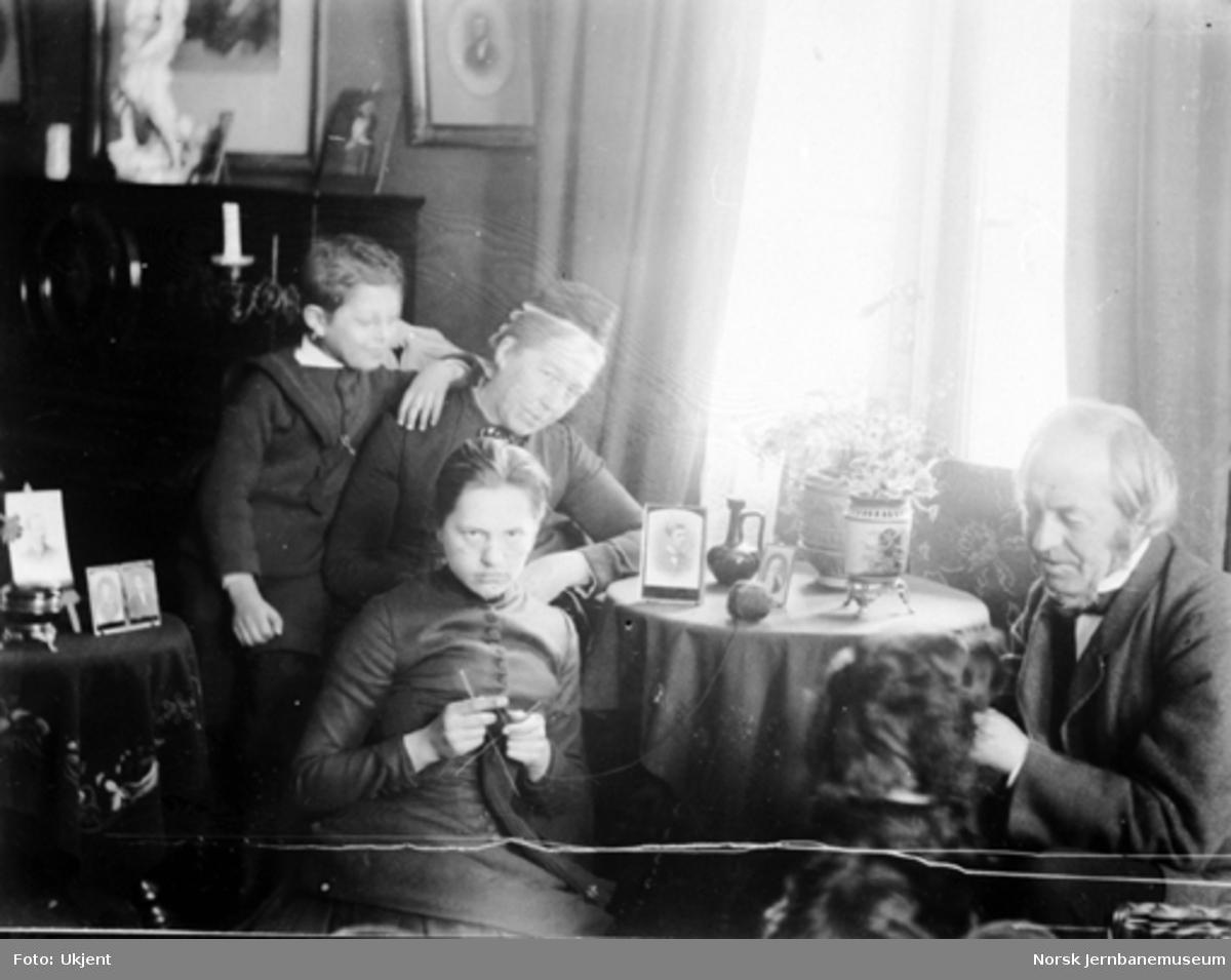 Carl Abraham Pihl med sin familie og hund