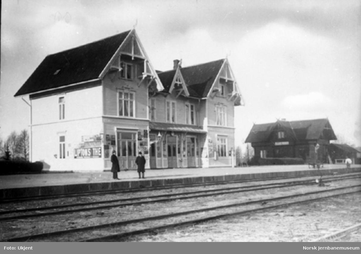 Flisa stasjon med stasjonsbygning og uthus