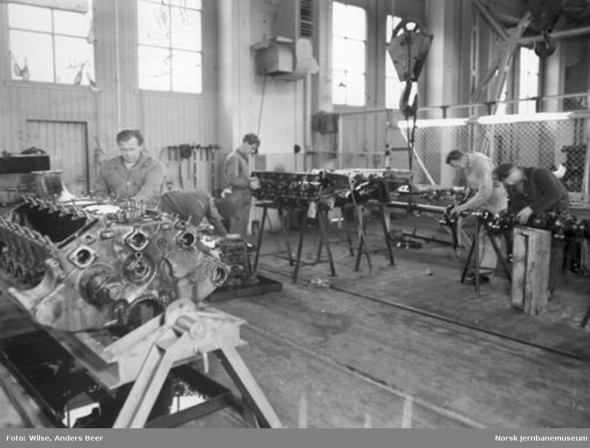 Fra lyntoghallen i Lodalen : verkstedarbeider