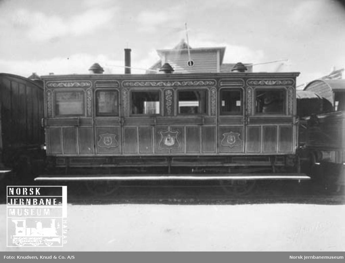 Jernbanemateriell på Bergensutstillingen i 1928 : Kongsvingerbanens kongevogn