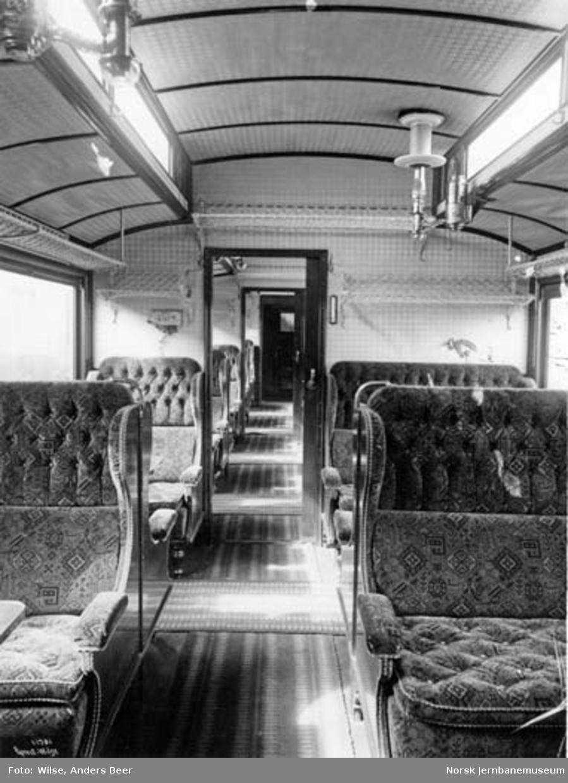 Interiørbilde fra personvogn for 2. klasse, litra Bo nr. 900