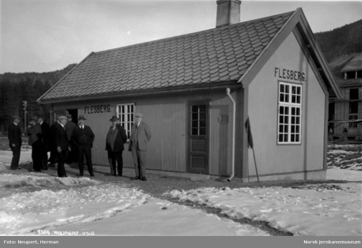 Flesberg stasjonsbygning, trolig ved pressetur før Numedalsbanens åpning