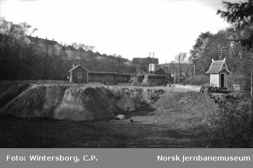 Arbeider ved utkjør for Kristiansand stasjon (Natmannsbekken) sett nordover mot kongeskjæringen